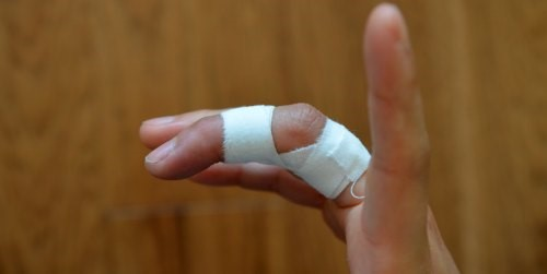 http://conquerthecrux.com/my-fail-safe-finger-taping-technique-for-tendon-injuries/